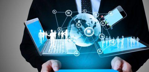 Projeção de notebook, celular e tablet conectados