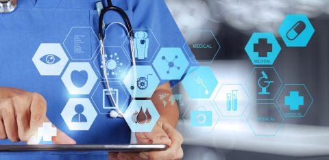 Profissional da saúde com tablet na mão e rede de novas tecnologias médicas