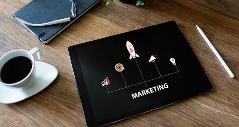 Tablet com imagem de rede de marketing