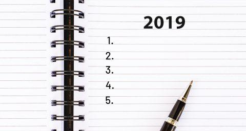 Caderno com lista de metas para realizar no ano de 2019