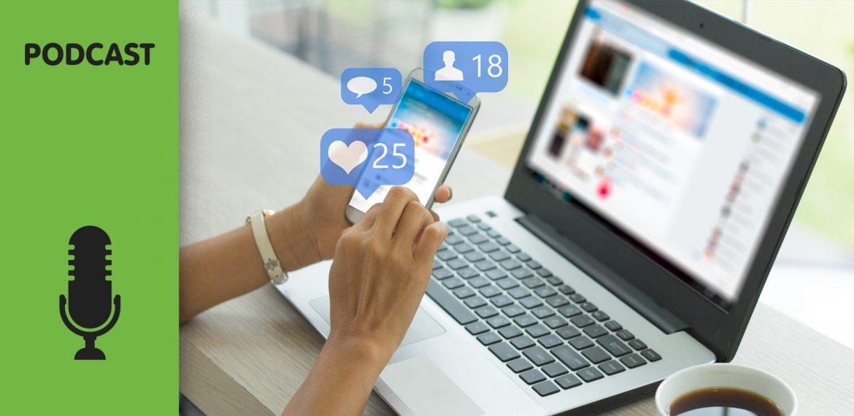 Computador com facebook aberto